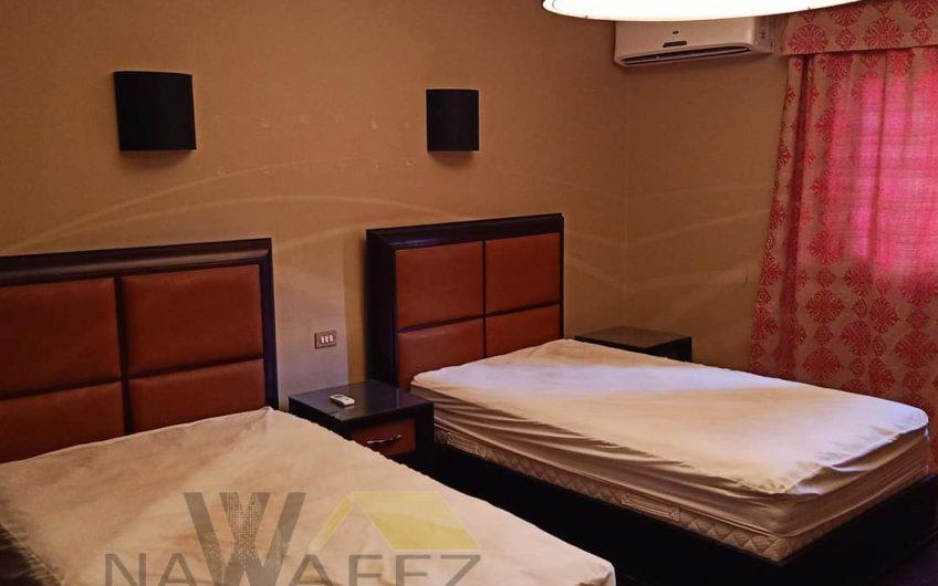 شقة 220 متر للبيع بالفرش والاجهزة تشطيب راقى حصة جراج