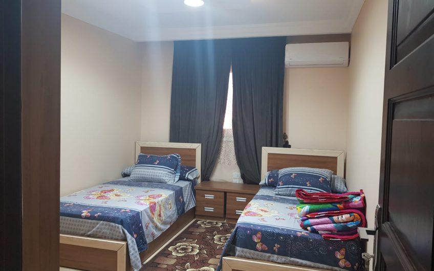 شقة  للبيع 165 متر بالفرش والاجهزة مسجلة شهر عقارى عمارة حديثة