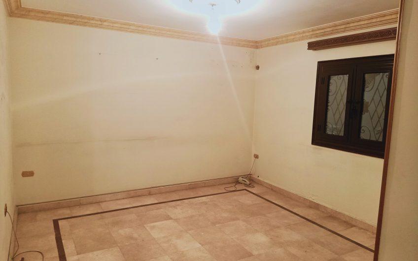 شقة للبيع 200 متر مسجلة وبحرى وسعر مميز وبالقرب من النادى الاهلى من ابو داوود الظاهرى