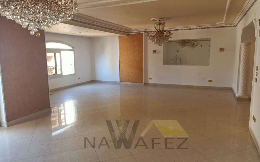 شقة للبيع 250 متر بموقع مميز شارع اتجاهين مسجلة وحصة جراج