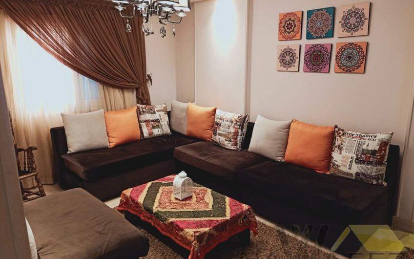 شقة 240 متر للبيع بالفرش والتكييفات والمطبخ والاجهزة بحصة جراج و مسجلة شهر عقارى