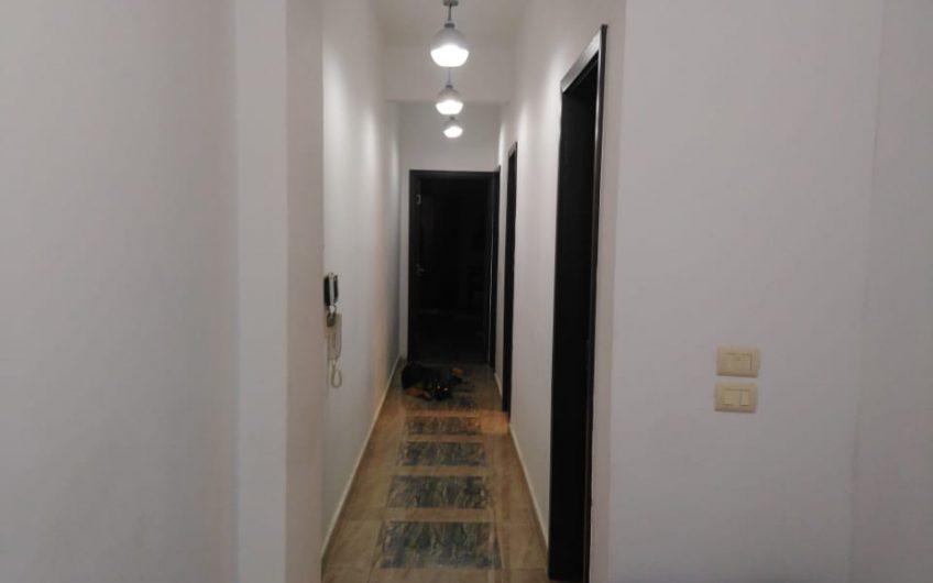 شقة للبيع 180 متر دور ارضى مرتفع وليس بيزمنت فى فيلا من 4 شقق