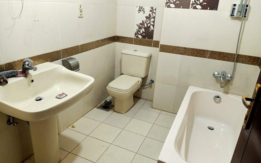 شقة للايجار 220 متر بالقرب من النادى الاهلى وموازى لابو داوود الظاهرى على الفرش والسكن