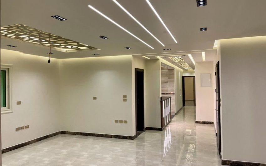 شقة للبيع 230 متر رائعة الموقع والتشطيب والتقسيم وبالقرب من النادى الاهلى تشطيب 2021