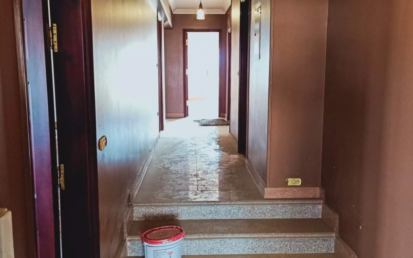شقة للبيع 260 متر موقع على شارعين خلفى وامامى مسجلة شهر عقارى وجراج خاص