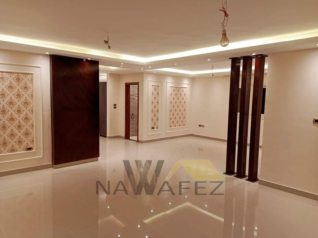 شقة للبيع 230 متر فيو رائع مسجلة شهر عقارى تشطيب حديث 2021 على الفرش والسكن