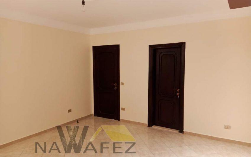 شقة للبيع  250 متر مسجلة شهر عقارى خطوات من النادى الاهلى جاهزة على الفرش والسكن
