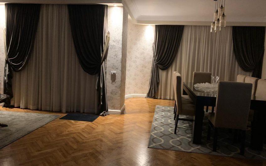 شقة للبيع 250 متر مسجلة شهر عقارى بموقع مميز بشارع مكرم عبيد الرئيسى