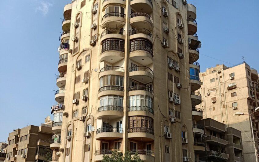 شقة للبيع 230 متر بالمربع الذهبى مسجلة شهر عقارى شارع رئيسى مدينة نصر
