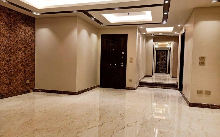 شقة للبيع 220 متر  أول سكن بالمربع الذهبى خطوات من عباس العقاد