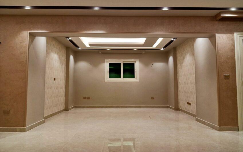 شقة للبيع بموقع مميز بالقرب من النادى الأهلى وسيتى ستارز