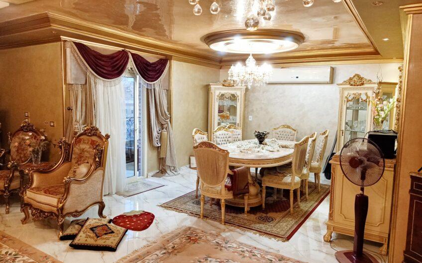 شقة للبيع  250 متر بالمطبخ والتكييفات وحصة الجراج عمارة حديثة