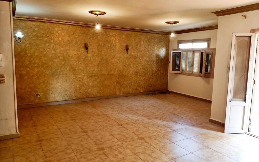 شقة للبيع 170 متر مسجلة شهر عقارى  بالقرب من النادى الاهلى مدينة نصر