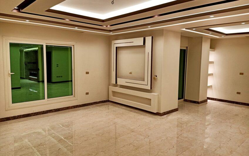 شقة للبيع 220 متر رائعة الموقع والتشطيب والتقسيم  | مسجلة وبالقرب من النادى الاهلى