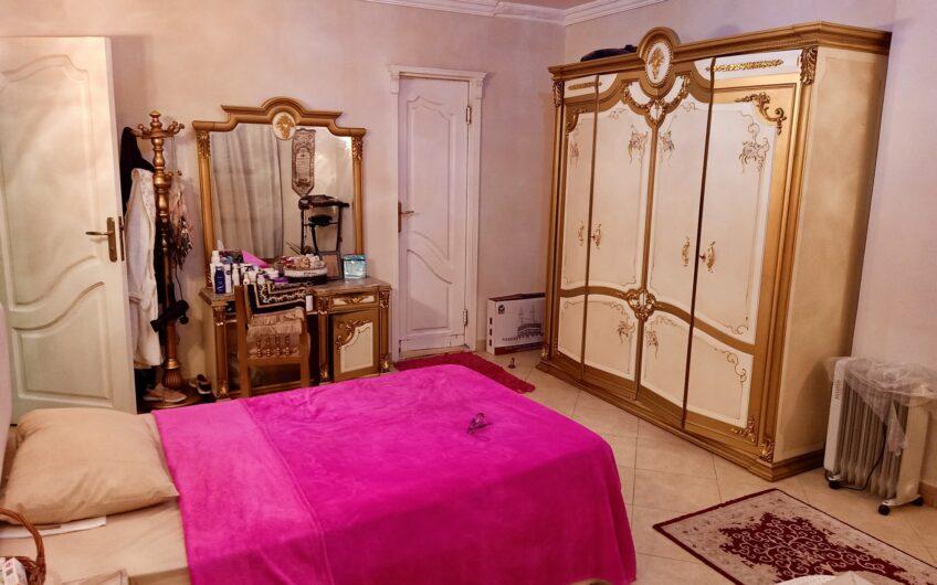 شقة للبيع 165 متر بالمنطقة السادسة مدينة نصر موازى لشارع ابو داوود الظاهرى