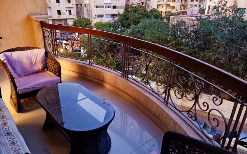 شقة للبيع تشطيب راقى تقسيم مميز عمارة حديثة مميزة الموقع فى مصر الجديدة