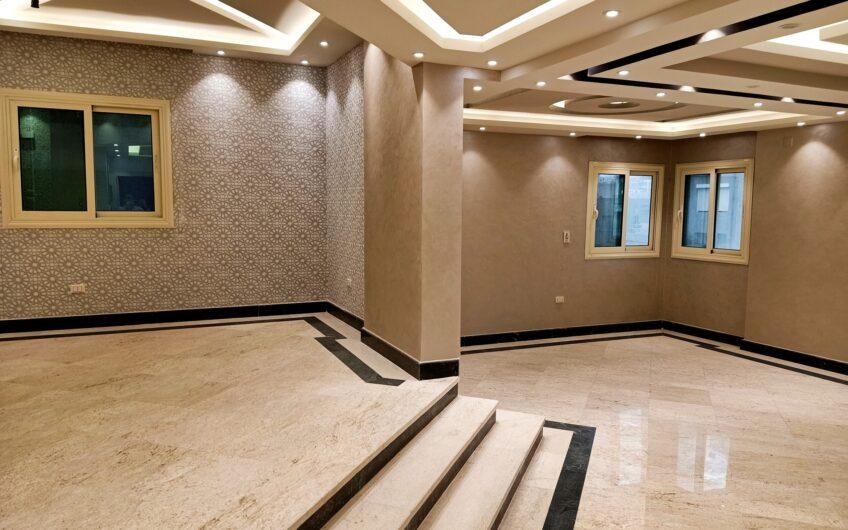 شقة للبيع 220 متر مميزة الموقع مسجلة تشطيب راقى بحرى خطوات من النادى الاهلى