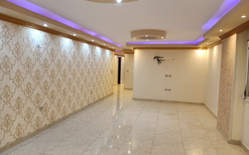 شقة للبيع 200 متر  بالمربع الذهبى فيو حديقة خطوات من عباس العقاد