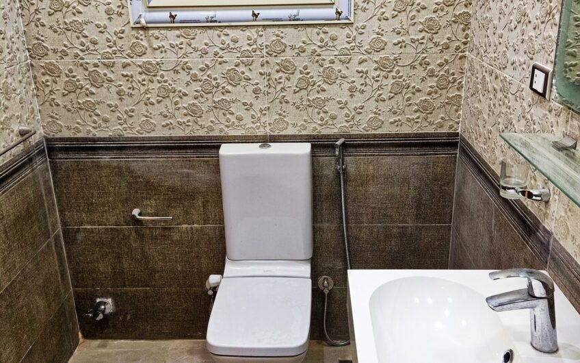 شقة للبيع 180 متر مسجلة عمارة جديدة تشطيب حديث ارض الجولف مصر الجديدة
