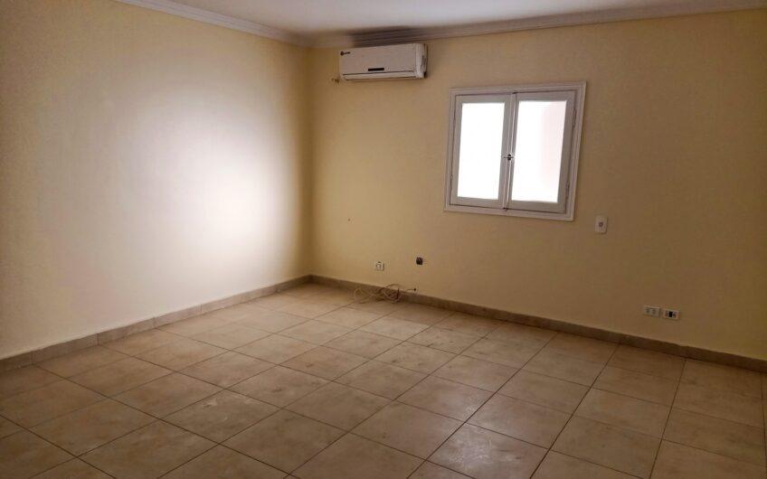 شقة للبيع 250 متر مسجلة شهر عقارى وبموقع مميز بشارع رئيسى