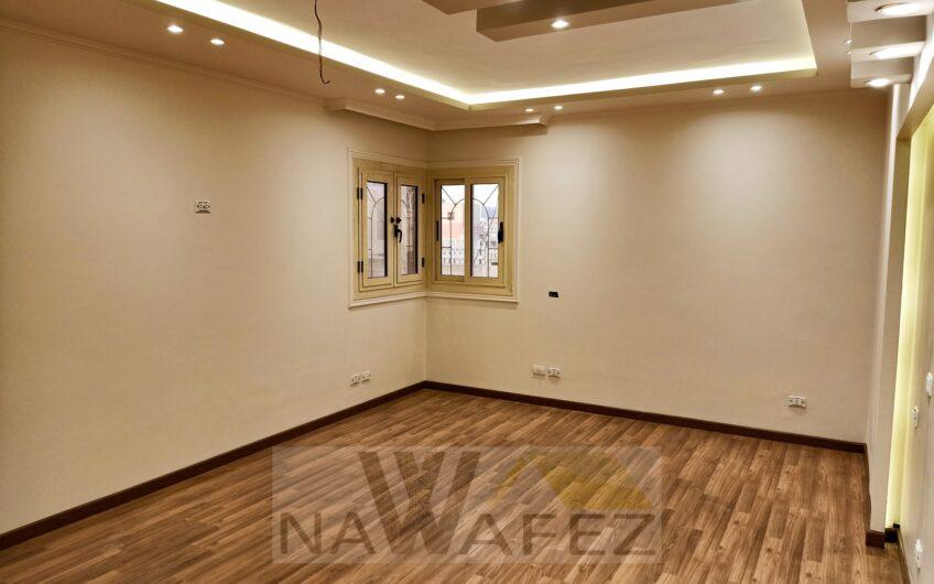 شقة 240 متر للبيع تشطيب حديث مسجلة شارع رئيسى اتجاهين بالمربع الذهبى
