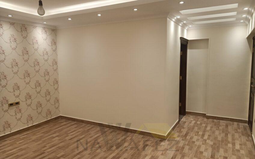 شقة للبيع 250 متر عمارة حديثة تشطيب زيرو استخدام مسجلة مع حصة جراج