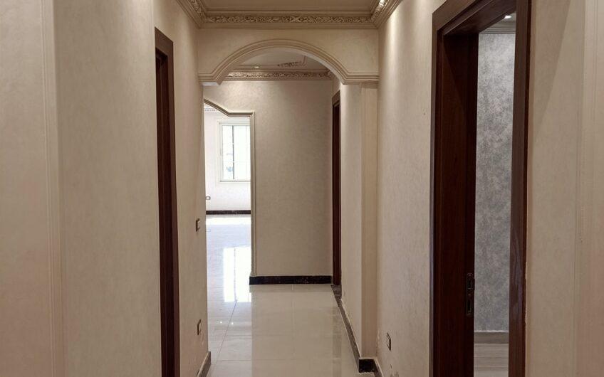 شقة للبيع 280 متر عقد مسجل تشطيب زيرو موقع مميز بالمربع الذهبى خطوات من عباس العقاد
