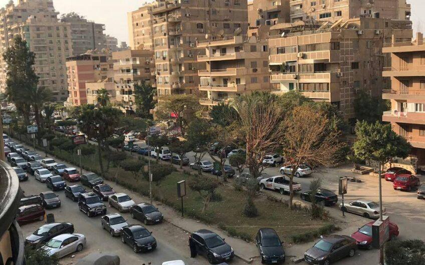 شقة للبيع 230 متر مسجلة  رائعة التشطيب  شارع عبد الرازق السنهورى الرئيسي مدينة نصر