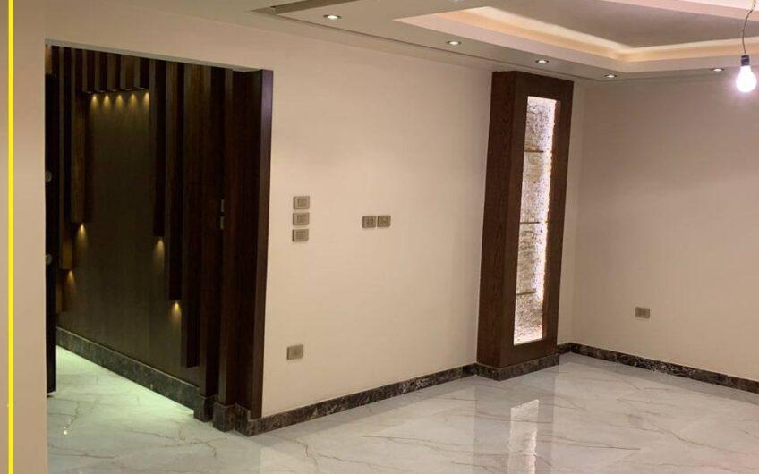 شقة للبيع 220  بشارع رئيسى متفرع من مكرم عبيد المنطقة السادسة مدينة نصر