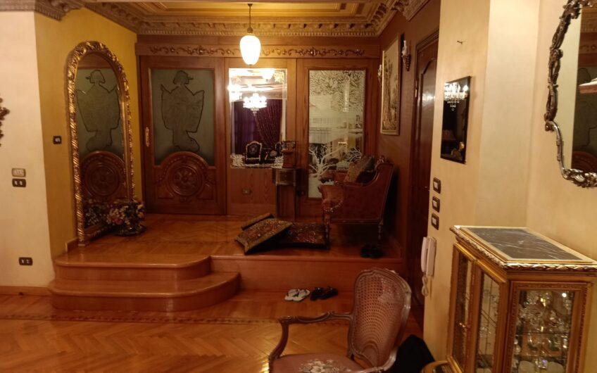 شقة للبيع 255 متر بموقع مميز بشارع رئيسى من مكرم عبيد مسجلة وحصة جراج