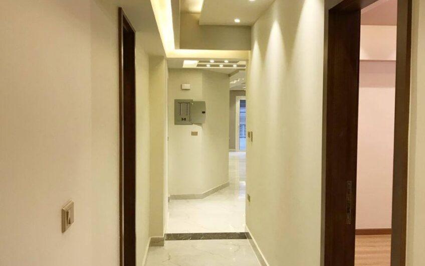 شقة للبيع 200 متر بجوار النادى الاهلى  مناسية جدا لعريس و عروسة عمارة جديدة تشطيب حديث