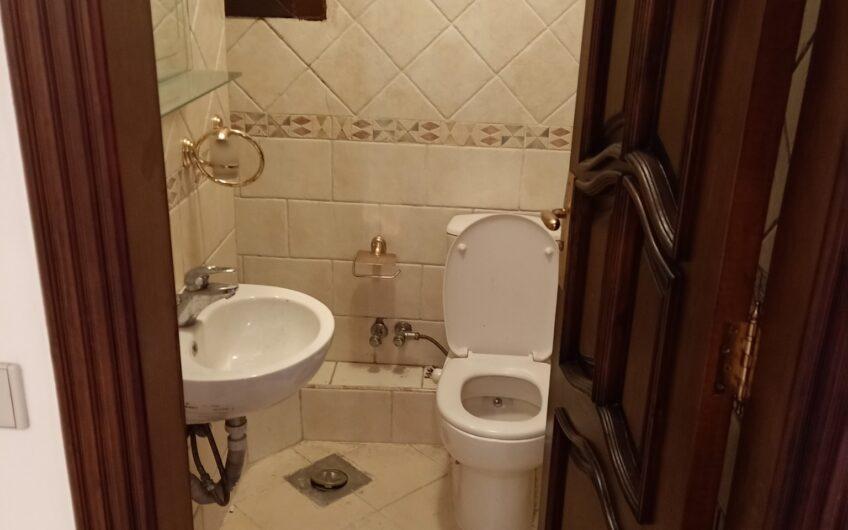 شقة للبيع 250 متر مسجلة موقع مميز شارع معز الدولة من مكرم عبيد