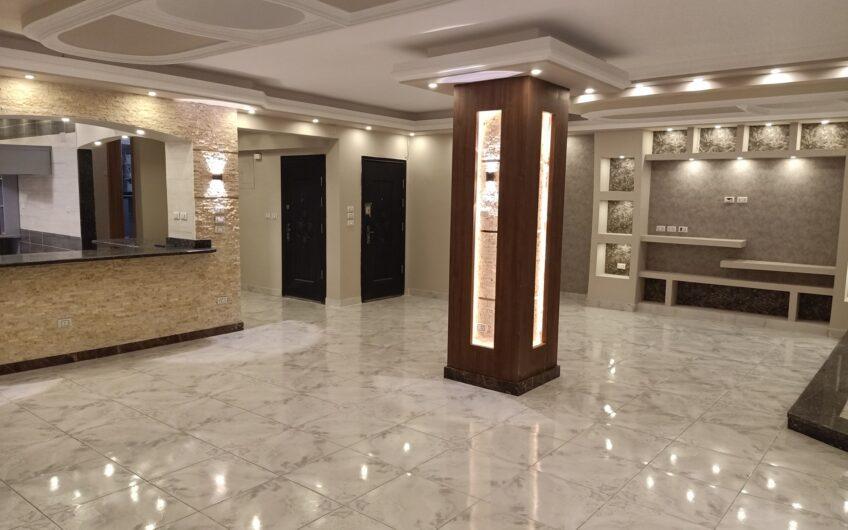 شقة للبيع 300 متر مميزة الموقع بالمربع الذهبى مسجلة شهر عقارى شارع رئيسى