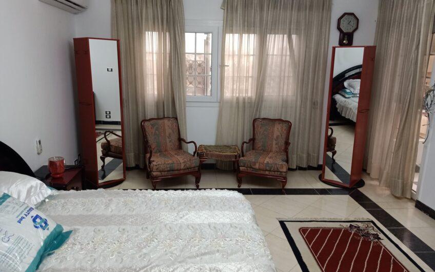 شقة للبيع بالفرش 300 متر بالمربع الذهبى شارع رئيسى موازى لمكرم عبيد اطلالة رائعة
