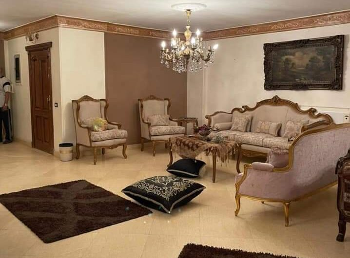 شقة 275 متر للبيع بموقع مميز شارع احمد فخرى عقد مسجل حصة جراج فيو مفتوح بالفرش