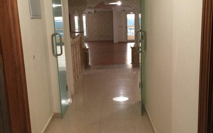 شقة للبيع فى شارع الطيران الرئيسى برج جديد دور مميز