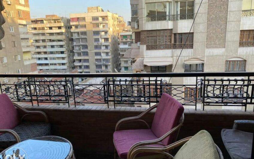 شقة للبيع 220 متر بالمربع الذهبى عقد مسجل بين مكرم عبيد وعباس العقاد