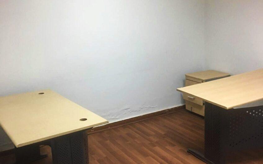مكتب 130 للايجار او البيع بموقع مميز امام الكلية الحربية شارع فريد سميكة