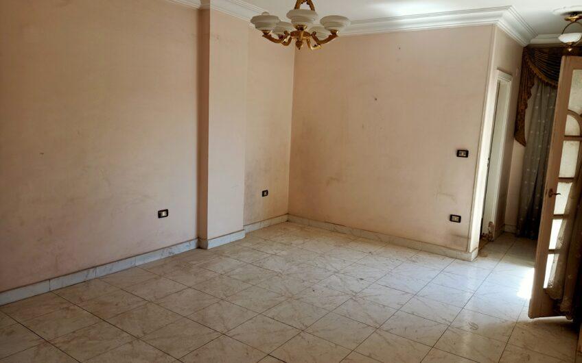 شقة للبيع 220 متر عقد مسجل حصة جراج شارع رئيسى اتجاهين خطوات من مكرم عبيد