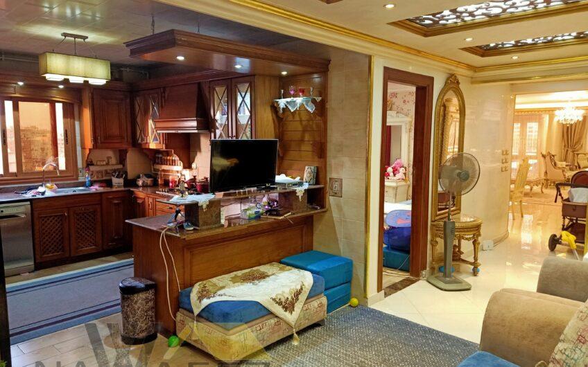 شقة للبيع 190 متر بموقع مميز بالقرب من جنينة مول وخطوات من عباس العقاد
