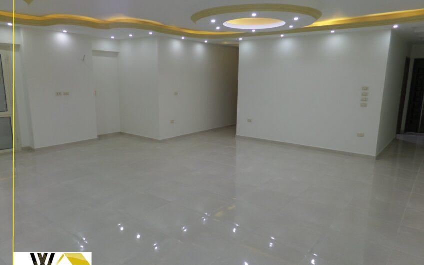 شقة للبيع 230 متر على شارع مصطفى النحاس الرئيسى  خطوات من مكرم عبيد  تصلح مقر إدارى أو عيادة أو سكن بها حصة جراج