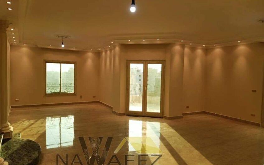 شقة للبيع 250 متر بموقع مميز عمارة مميزة عقد مسجل حصة جراج محددة بحرى صريح