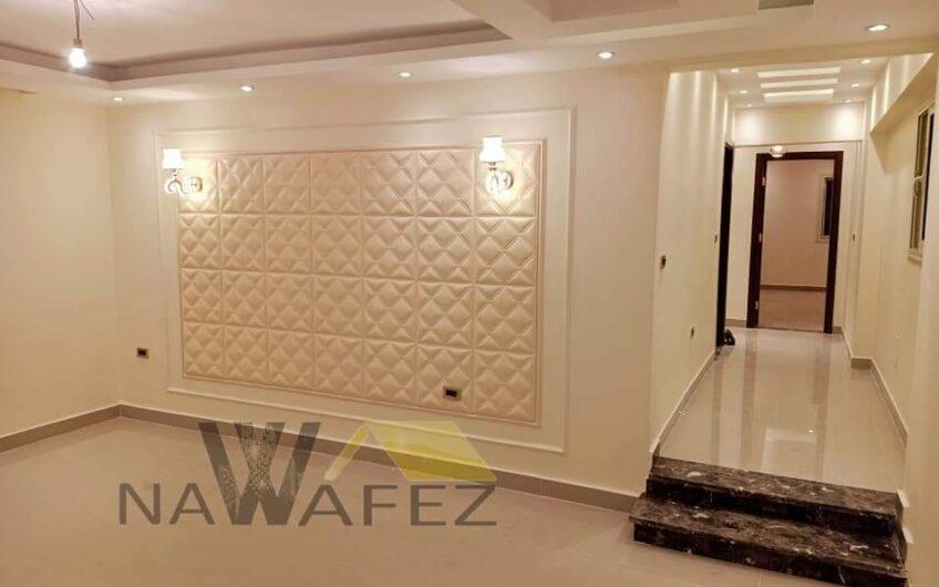 شقة للبيع 235 متر بموقع مميز عقد مسجل حصة جراج محددة عمارة مميزة تشطيب حديث