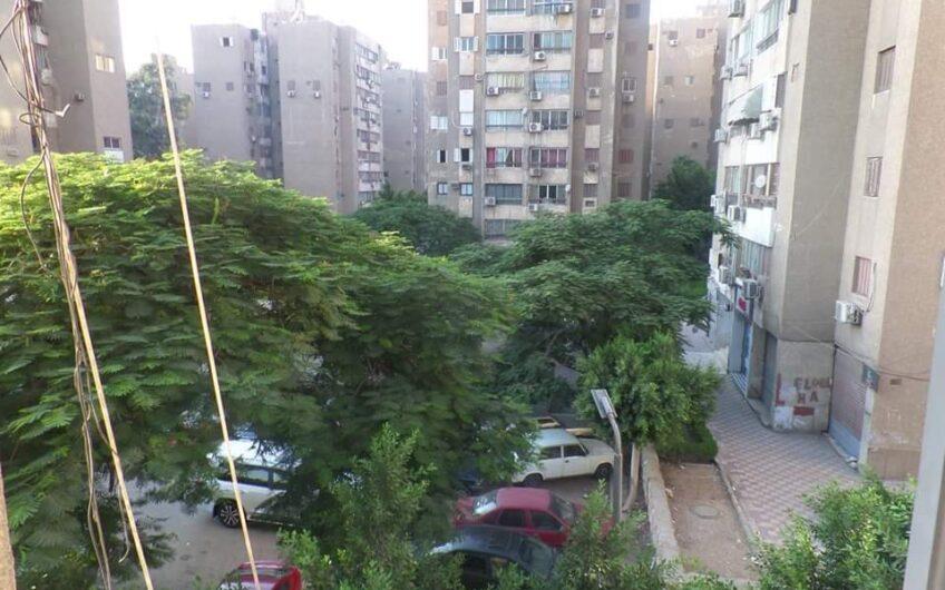 شقة للبيع موقع مميز بجوار دار الدفاع الجوى خطوات من شارع النزهة
