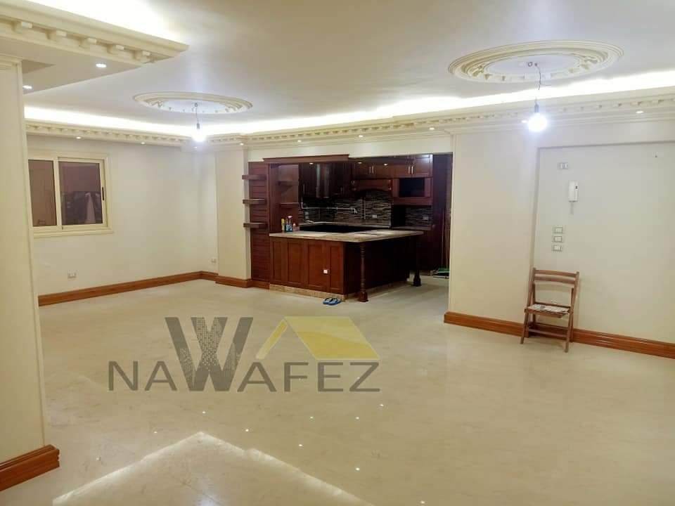 شقة للبيع 210 متر شارع اتجاهين موقع مميز بين النادى الاهلى ومكرم عبيد
