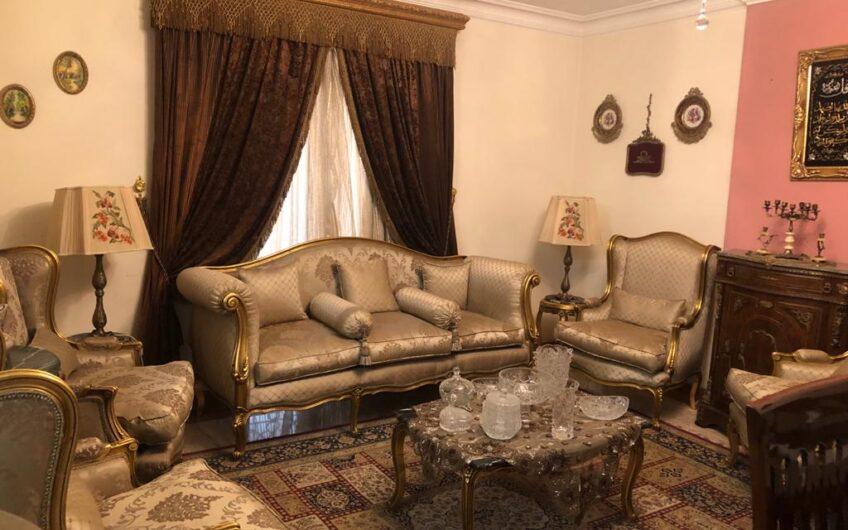 شقة للبيع 220 متر عقد مسجل متفرعات احمد فخرى بالقرب من النادى الاهلى