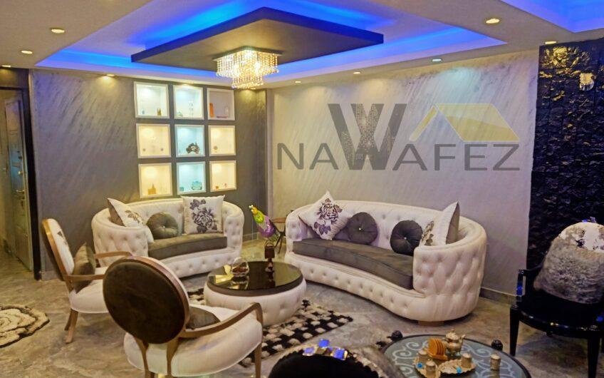 شقة للبيع 250 متر بالفرش والمطبخ والاجهزة والتكييفات عقد مسجل تشطيب حديث