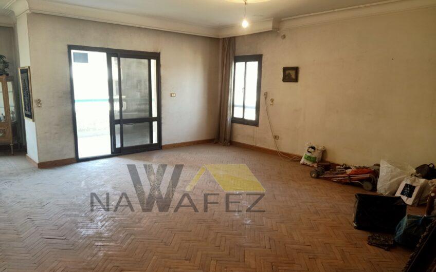 شقة للبيع 250 متر بالمربع الذهبى عقد مسجل حصة جراج خطوات من عباس العقاد
